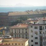 ホテルからの眺望 遠くにカプリ島