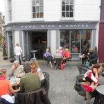 Aris Cafe & Wine Bar