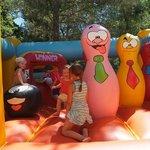 jeux gonflable au camping domaine de gaujac