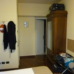 chambre assez spacieuse