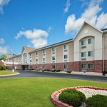 Days Inn & Suites Green Bay WI.