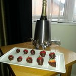 champagne and strawberries (sweetheart package)