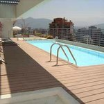 piscina de temporada de verano en edificio