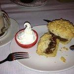 delicious apple crumb & vanilla ice cream