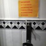 nessun tipo di sapone nel bagno e la bustina x la doccia a pagamento