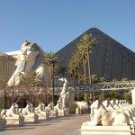 Hotel Luxor. foto tomada desde la Strip. Las Vegas