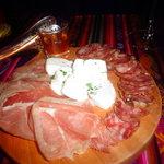 tabla de embutido y queso