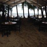 Restaurante sobre la playa