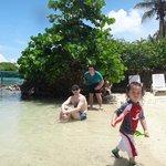 en la playa de isla del Sol con mis hijos