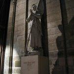 Catedral de Notre-Dame - estátua de Joana D'Arc