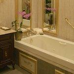 Terra Nova Suite Bathroom