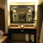 baño de la habitación con jacuzzi