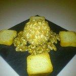 bomba de queso crujiente con nueces