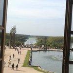 versailles. vista de los jardines desde los aposentos del rey