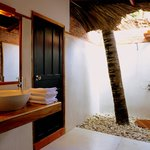 Open Roof Garden Style Bathroom