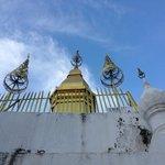 プーシーの丘上の仏塔