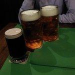 2 boccali da un litro e pinta di Guinness