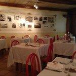 ristorante, parete con foto vecchie