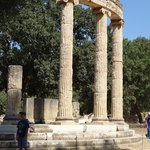 Eighteen Ionic columns stood on the semi-circular base that held the statue of Alexandera