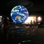 ホログラムの地球儀?