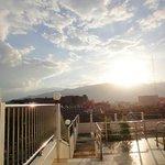 屋上から夕陽が落ちる前