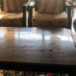 Tische in der Lobby