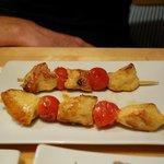 brochette de poulet mariné et tomates ceries