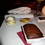 soufflé au chocolat accompagné de glace