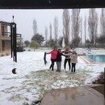 En el jardín del hotel bajo la nieve