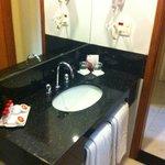 amplio baño amenities y secador de pelo