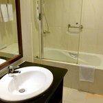 Room 719 bathroom