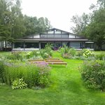 庭とチャペル
