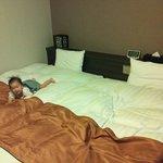 13.05.05【ドーミーイン長崎】ベッド