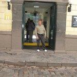 En la entrada del hotel koricancha