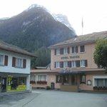 mitten im Dorf Vättis liegt das Tamina Hotel