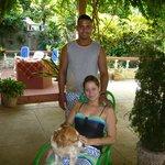 Les hôtes et leur chien