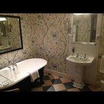 Love the bathroom & very clean
