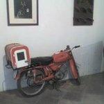 Bodega de la Luz, moto.
