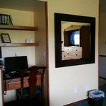 Hilltop Inn & Suites Foto