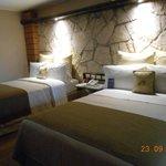 Vista geral do quarto com as camas que são super confortáveis