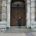 Puerta que se abre y cierra sola del Museo Bavarico.