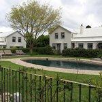 piscina e jardim do hotel