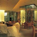 選りすぐりの四季折々の新鮮素材でもてなす、日本料理「旬房」