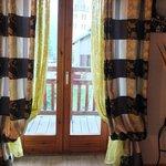Les rideaux de la chambre