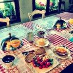 Desayuno casero elaborado con productos del huerto