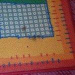 Des carpettes sur la moquette, et dans le même état
