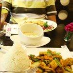 Wok-Tofu mit Cashew-Nuts, Coconut-Soup u. Fried Rice