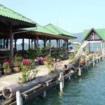 บริเวณร้านอาหาร ทานอาหารไป ชมทะเลไป/ Open air restaurant