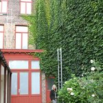 Pretty ivy-covered inner courtyard.