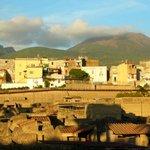 Antikes und modernes Ercolano und Vesuv